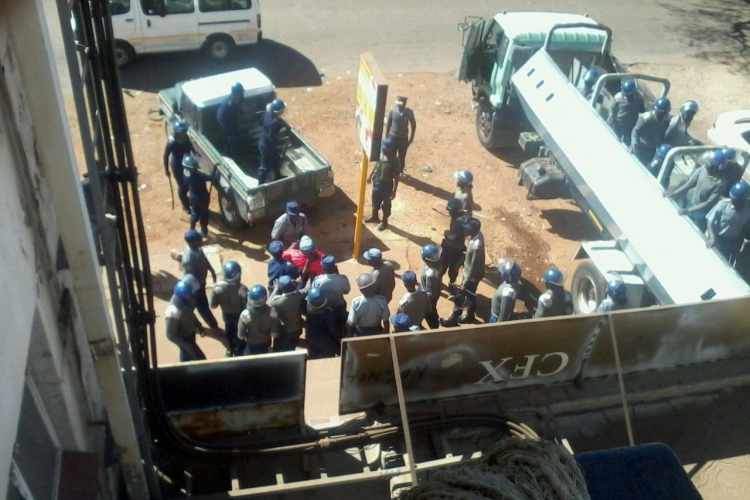 Police harassing trade unionists at ZCTU offices in 2016